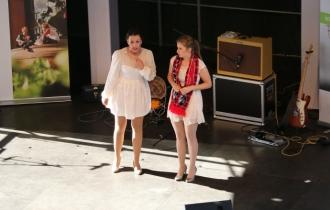 7 Das Kleinkunst-Duo Pumpernickel lockert die Stimmung mit Kabaret auf