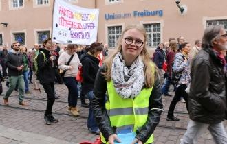 """Nora macht in diesem Jahr ihr Abitur und meldete sich freiwillig beim """"March For Science"""" als Ordnerin zu helfen."""