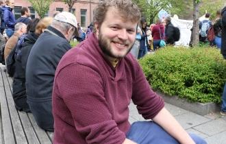 Tobias, Doktorand am Fraunhofer IPM, kritisiert, dass wissenschaftliche Erkenntnisse nicht in der Gesellschaft ankommen.