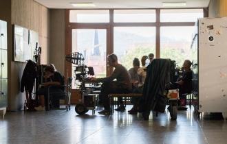 10 Die meisten Studierenden meiden sie eher, aber das Tatort-Team dreht tatsächlich auch eine Szene in der Toilette im KG3