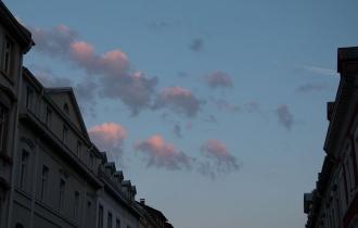 4 Rosa Schäfchenwolken belohnen das frühe Aufstehen_Der Aufbau beginnt schon um 6 Uhr morgens