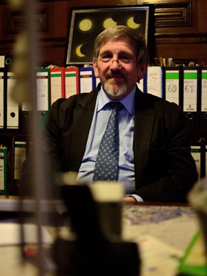 Dr. Walter von Lucadou aus Freiburg nimmt die Probleme der Leute ernst