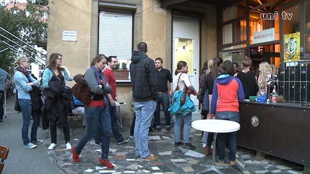 vor dem Jos Fritz-Café