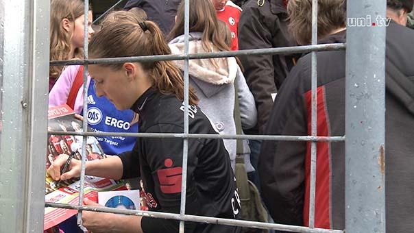 Laura Benkarth und ihre Fans