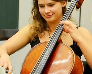 Henriette Gööck, Medizinstudentin und erste Cellistin des aka-Orchesters