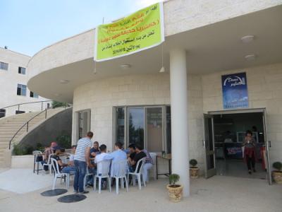 Eine Mensa gibt es nicht, sondern mehrere Cafeterien mit unterschiedlichen Angeboten – hier die kleinste.