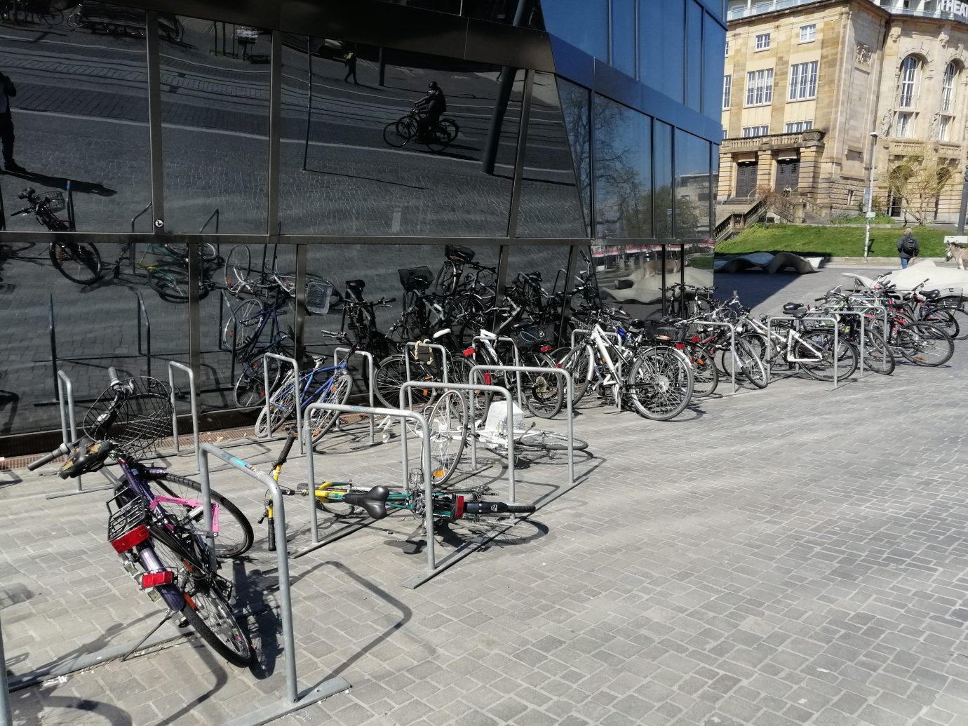 Fahrräder bitte entfernen