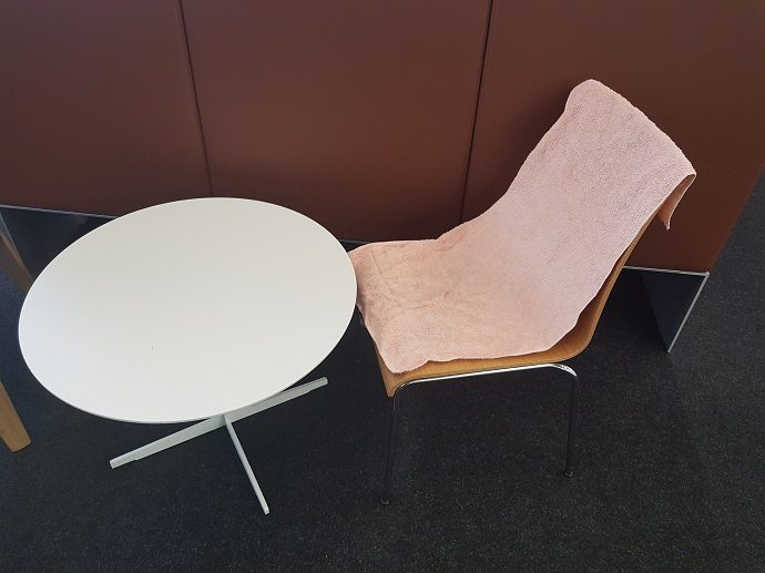 UB Sitzplatz mit Handtuch reserviert