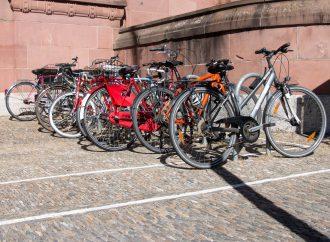Fahrradversteigerung und Flohmarkt